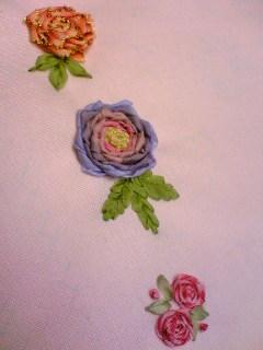 リボン刺繍の薔薇
