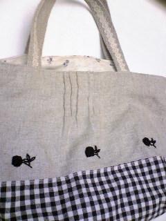 黒のリボン刺繍