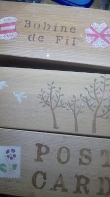 木箱にステンシル